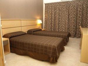 Habitación de la academia de fútbol en Valencia 300x225 - Campamentos de fútbol de los grandes equipos - ¿Por qué son tan caros?