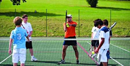 edad para comenzar en el tenis - niños entrenando