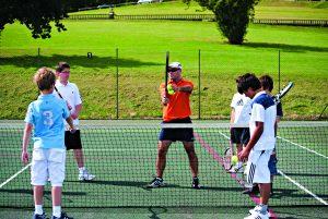 Tennis Practice 300x201 - ¿Cómo elegir raqueta de tenis para comenzar a entrenar?