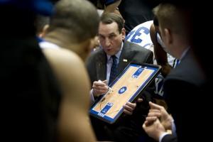 mike krzyzewski duke ertheo 300x200 - La fiebre del baloncesto universitario en Estados Unidos