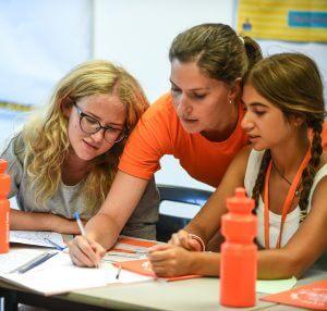 beneficios de los campamentos clases de inglés en una escuela 300x286 - Los padres opinan sobre los beneficios de los campamentos