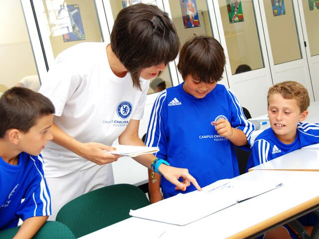 Chelsea FC Avec Langues - Pourquoi choisir un stage de football avec des cours de langue?