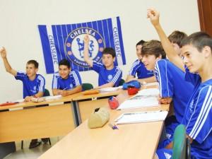 Classes danglais Chelsea FC 300x225 - Pourquoi choisir un stage de football avec des cours de langue?