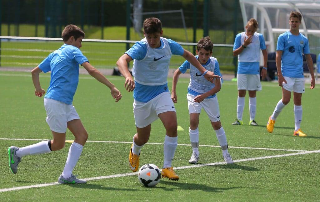 soutenir l u0026 39 enfant qui veut devenir un joueur de football professionnel