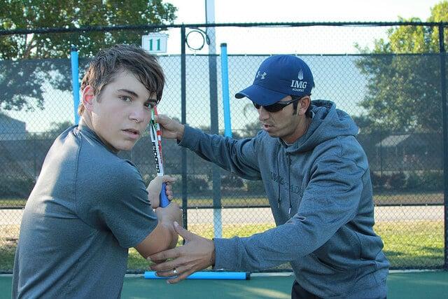 entrenamiento en los campamentos de tenis e inglés en IMG Academy