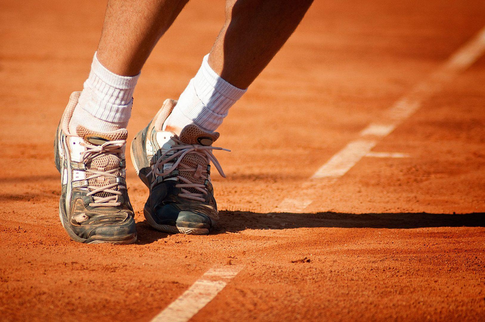 tipos de superficies de tenis   imagen via blog.mytennislessons.com  - ¿Qué tipos de pistas de tenis existen y cómo influyen en el juego del tenista?