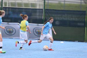 entrenamiento en campamento de fútbol para chicas Manchester City