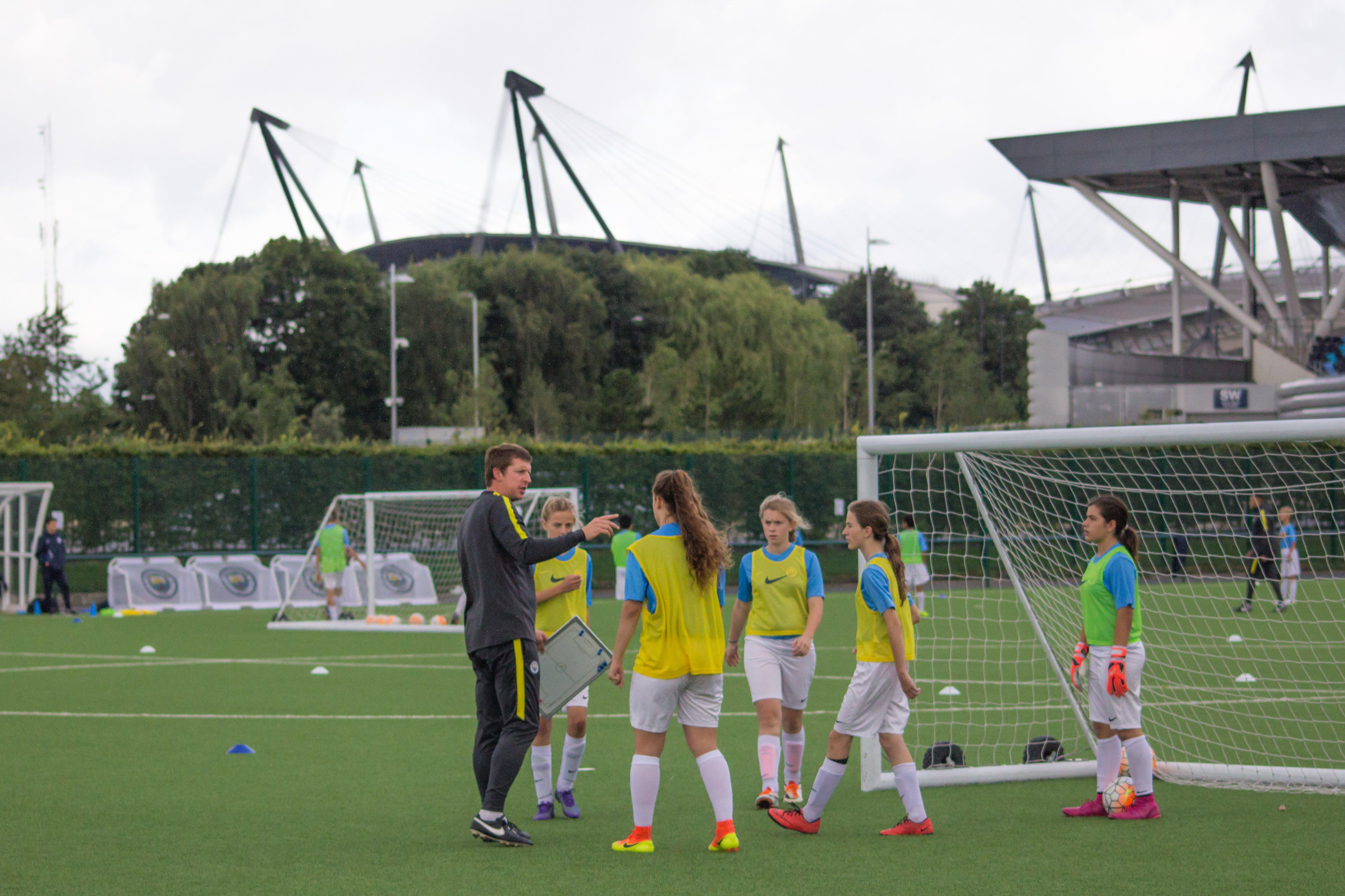 campamentos de fútbol para chicas manchester city