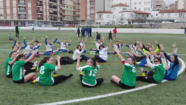 sentada atlético el masnou fútbol femenino - Le football féminin pris au sérieux