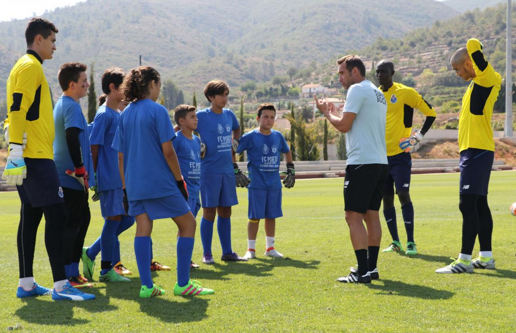 Goalkeeper training at the Valencia High performance Soccer goalkeeper camp - How to get a soccer scholarship to a U.S. university