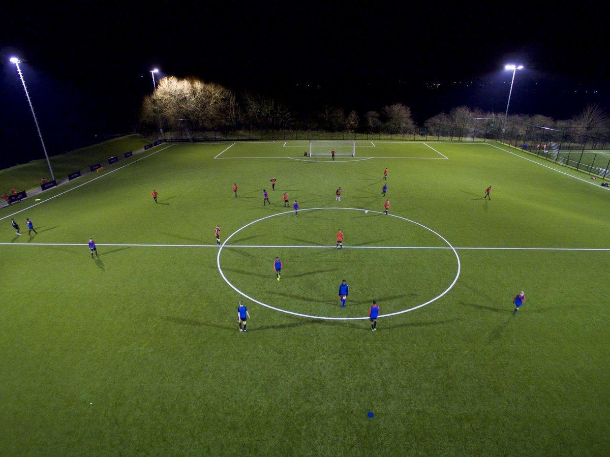 C3nJXjaWYAU2O1z - « Vue à vol d'oiseau » - interview avec David Powdery, pionnier dans l'utilisation des drones dans l'entraînement de football