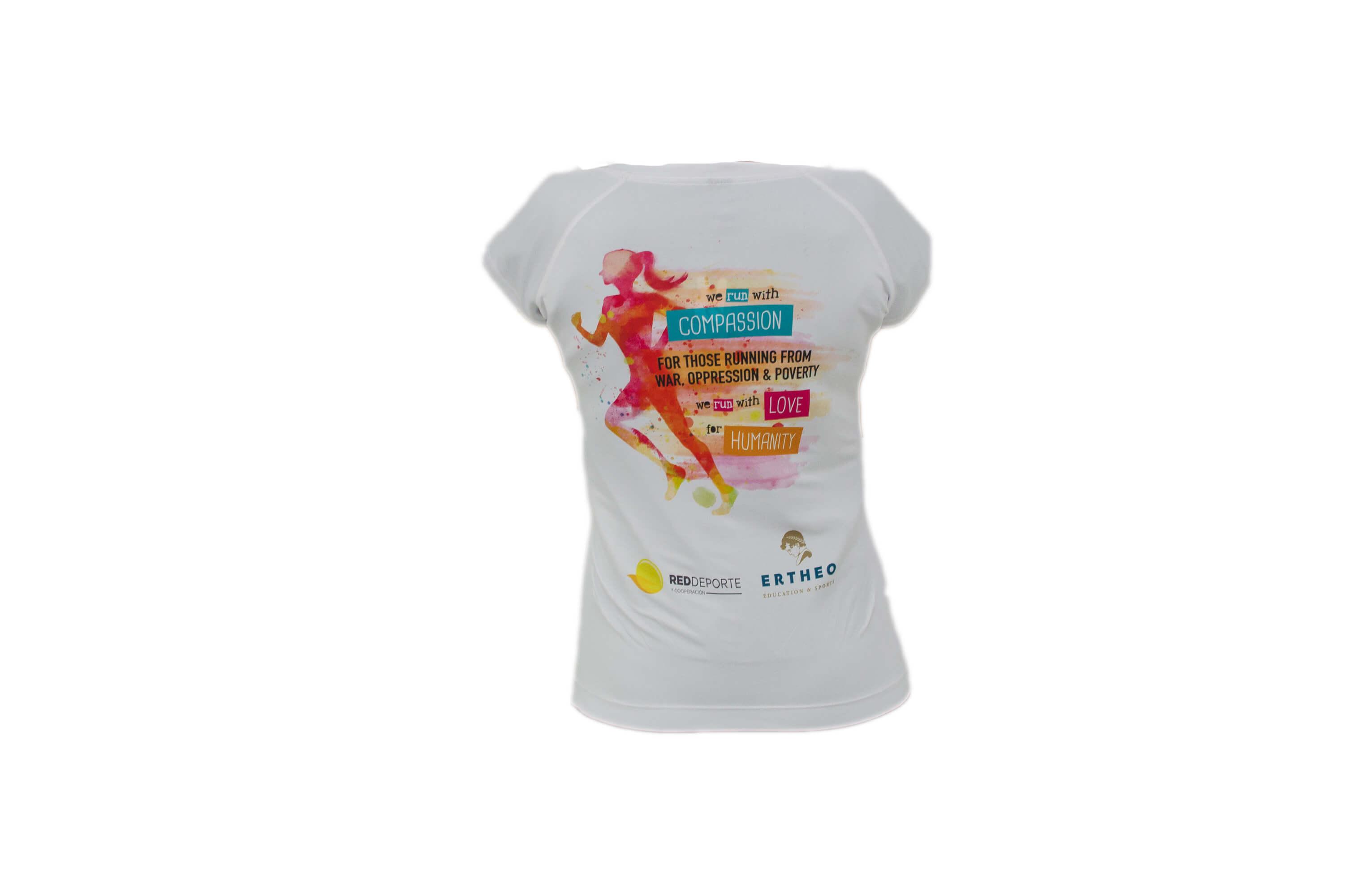 mujer2fondoblanco - 25 razones por las que comprar la camiseta para correr de Red Deporte