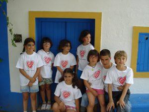 niños en uno de los campamentos para niños enfermos de Menudos corazones 300x225 - Campamentos para niños enfermos, experiencias para sentirse libre fuera de los hospitales
