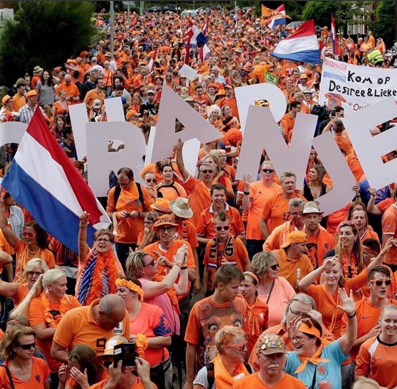 datos eurocopa fememina 2017 la afición holandesa se dirige al estadio de la final - Pourquoi le Championnat d'Europe de football féminin 2017 est-il le meilleur de l'histoire?