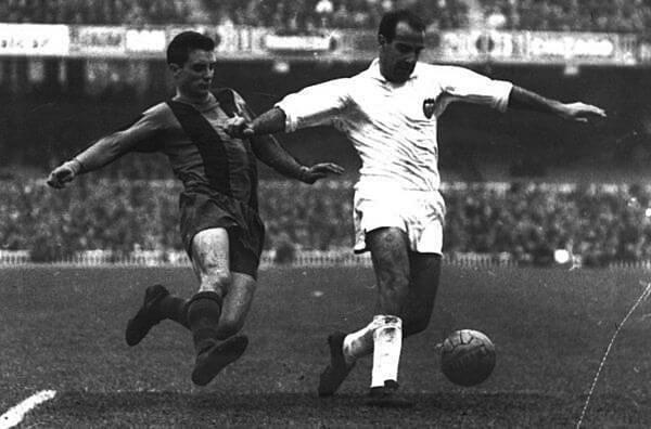 tipos de botas de fútbol. partido Valencia Barça años 60 - Savez-vous comment choisir des chaussures de football pour chaque terrain de jeu?