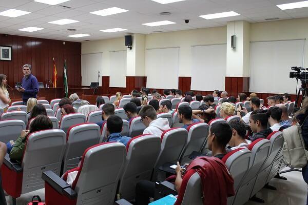 Sala evento investigación sobre bullying ertheo