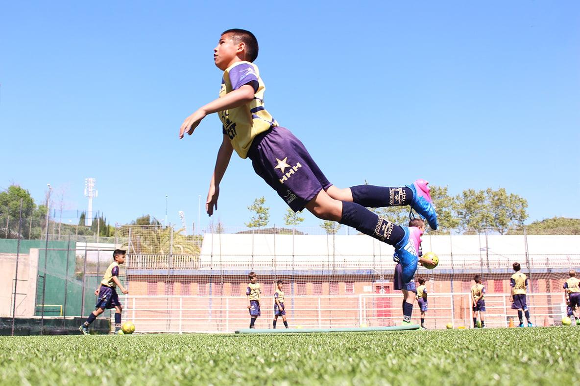 campamento de fútbol en invierno en Barcelona