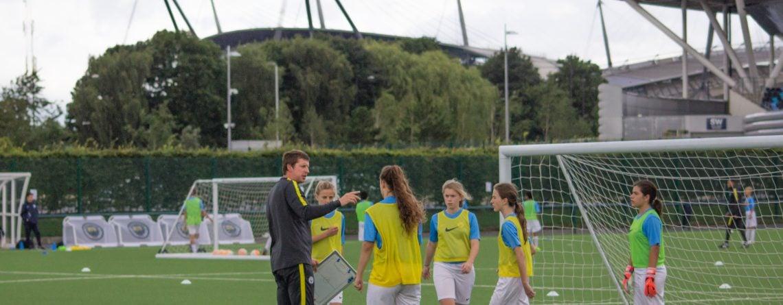 Acampamentos de futebol para meninas Manchester City - Acampamentos de futebol para meninas em 2021. Conheça a rotina de uma jogadora profissional!