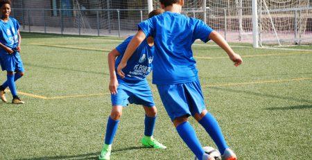 Niños realizando las pruebas de acceso para academias de fútbol