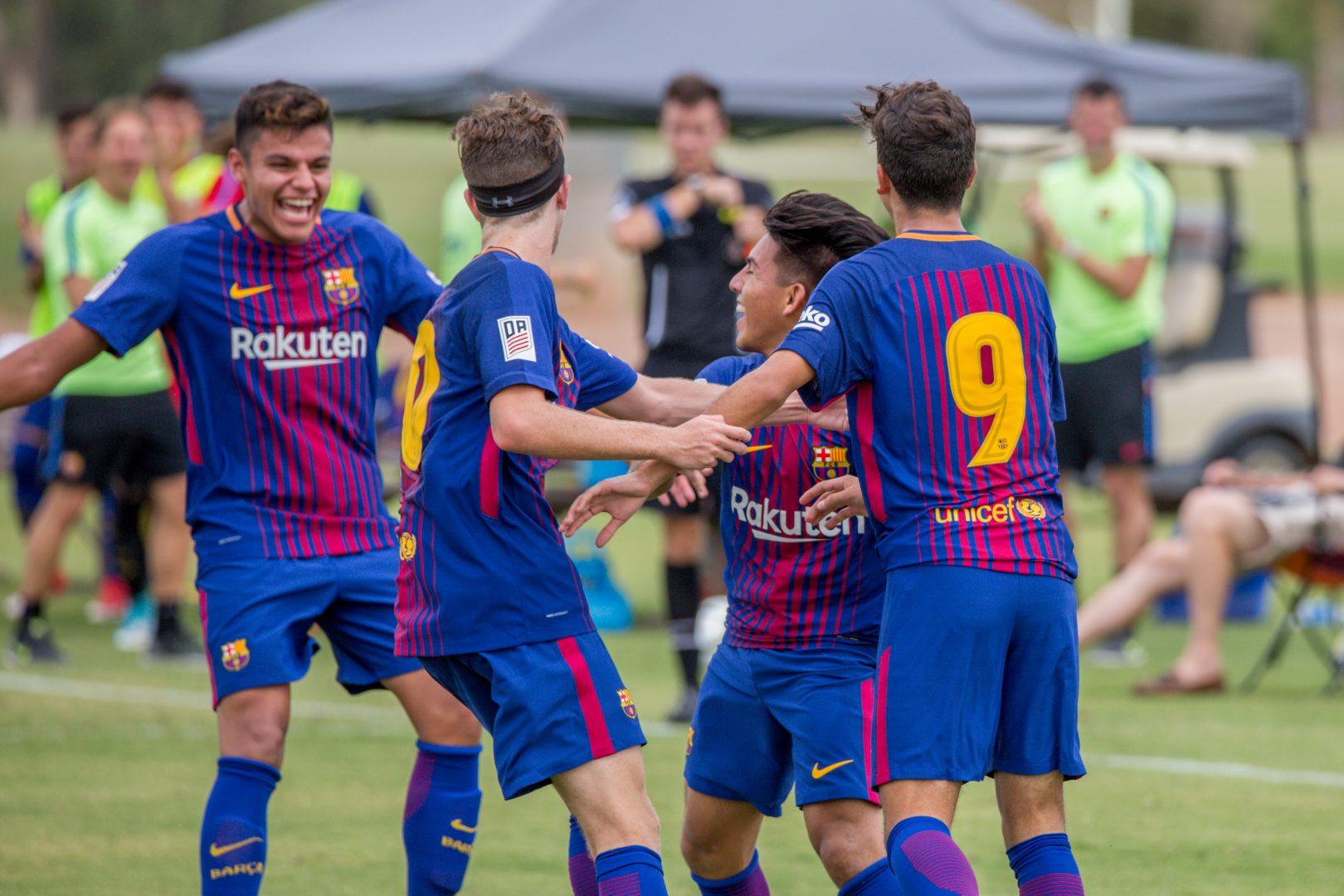 Equipo de la academia de fútbol del FCB en Arizona celebrando un gol - How to get a soccer scholarship to a U.S. university