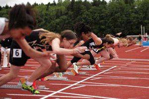 person track sport running run jumping 362181 pxhere 300x200 - ¿Por Qué los Atletas Jóvenes Necesitan Dormir lo Suficiente?