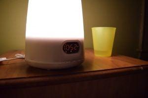 table light night morning clock time 819294 pxhere 300x200 - ¿Por Qué los Atletas Jóvenes Necesitan Dormir lo Suficiente?