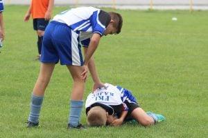 football 3689660 1920 300x200 - Prevención de lesiones en deportistas jóvenes de alto rendimiento
