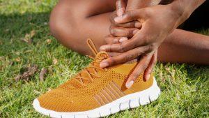 pexels kindel media 7298647 300x169 - Prevención de lesiones en deportistas jóvenes de alto rendimiento