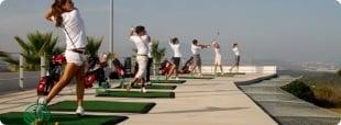 Disfruta del golf en un marco incomparable y con unas buenas instalaciones. logo