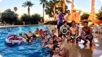 Atividades recreativas no Acampamento de Futebol do FC Barcelona - Alto Rendimento. Foto à esquerda.