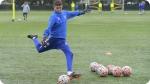 Treinamento no Acampamento de Futebol do Chelsea FC Foundation. Foto esquerda
