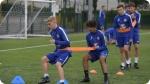 Treinamento no Acampamento de Futebol do Chelsea FC Foundation. Foto à direita