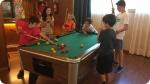 Atividades recreativas no Acampamento de Teatro em Andorra. Foto à direita