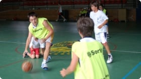 Ein typischer Tag im Basketball-Camp in Andorra