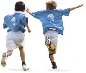Jóvenes atletas disfrutando en uno de los campamentos deportivos de Ertheo